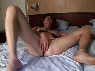 Shaved Mature Mother Masturbate With Banana