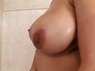 Preggo Domino Istaking A Shower