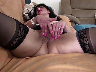 Hot Euro Mom With Thirsty Vagina