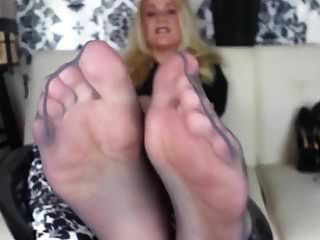 Mommy Got Nylon Feet For You