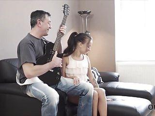 Old4k. Guitar Hero.