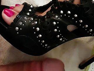 Shoejob, Cum On Feet